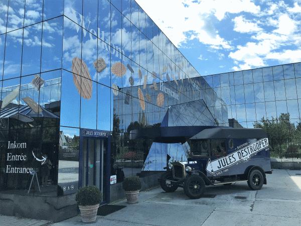 Een blik op de ingang van het bezoekerscentrum