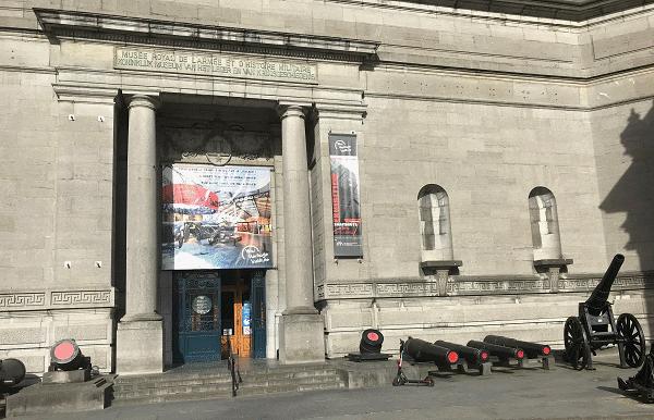 voorkant Koninklijk Museum van het Leger en de Krijgsgeschiedenis